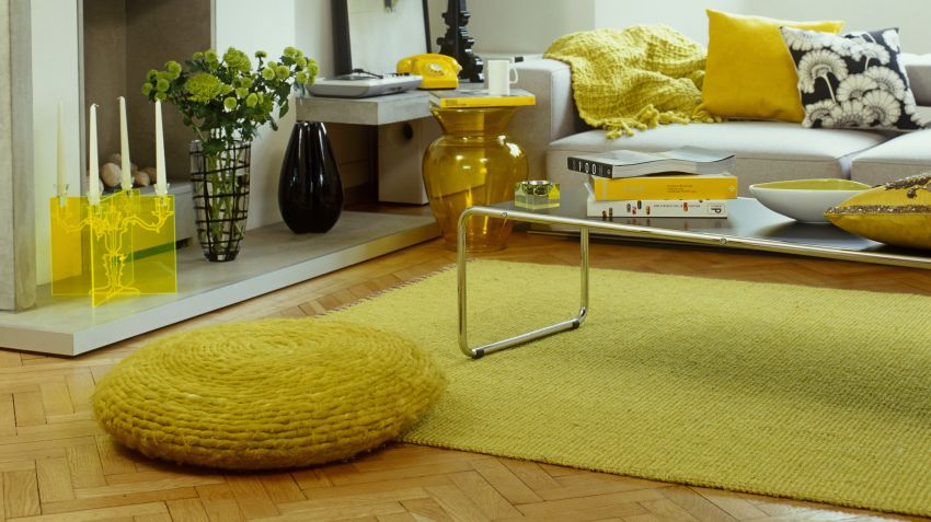 Tapis jaune du soleil dans la d co westwing - Salon jaune et marron ...