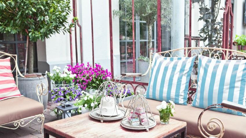 Banc de jardin en fer ventes priv es westwing for Banc de jardin en fer