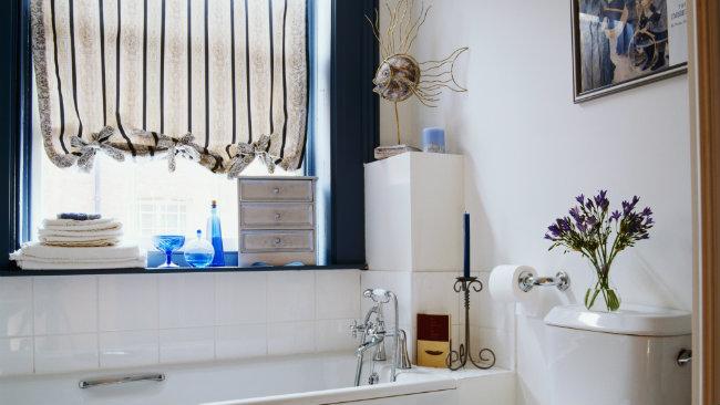 Dalani idee e consigli per arredare un bagno piccolo for Piccolo bagno mediterraneo