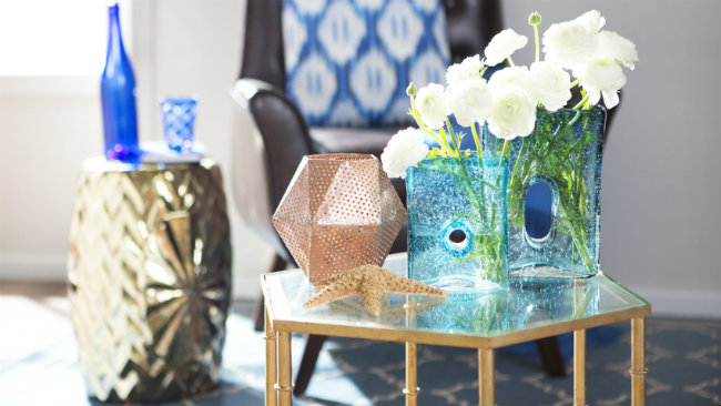 linguaggio dei fiori vaso trasparente tavolino