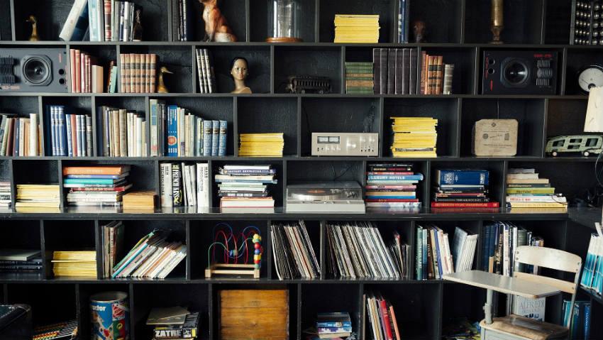 Dalani libreria nera design funzionale in salotto for Libreria dalani