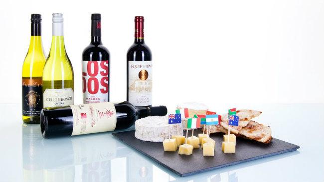 aperitivo in casa vino vassoio formaggi snack