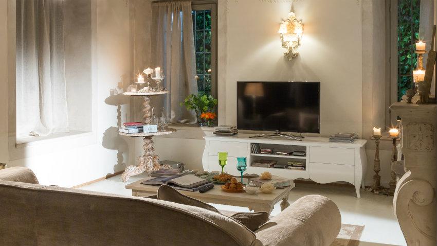 Salotto shabby chic mobili e decorazioni romantiche for Shabby chic moderno