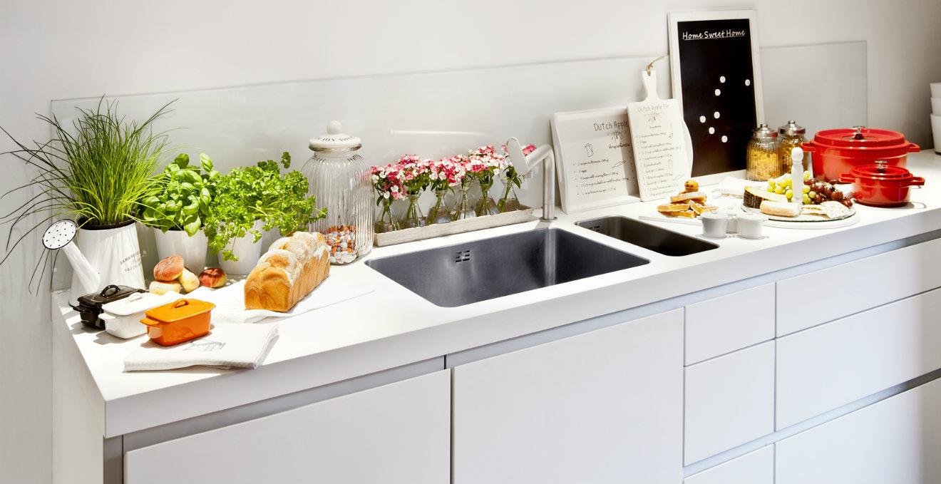 Cucina bianca tra classico e raffinato dalani for Salvaspazio cucina