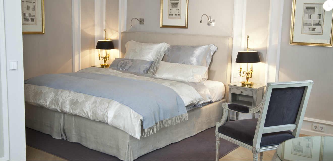 Camera da letto di lusso eleganza per la zona notte dalani for Accessori per camera da letto