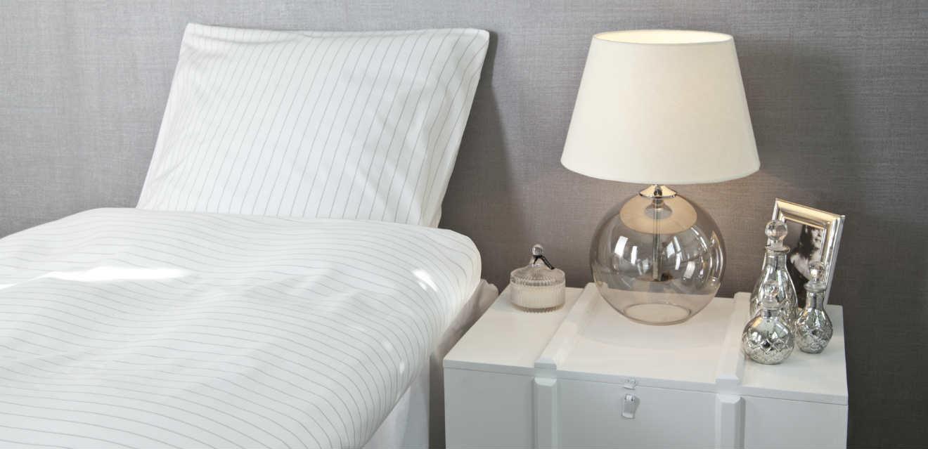 Dalani comodini sospesi design per la camera da letto for Comodini bianchi