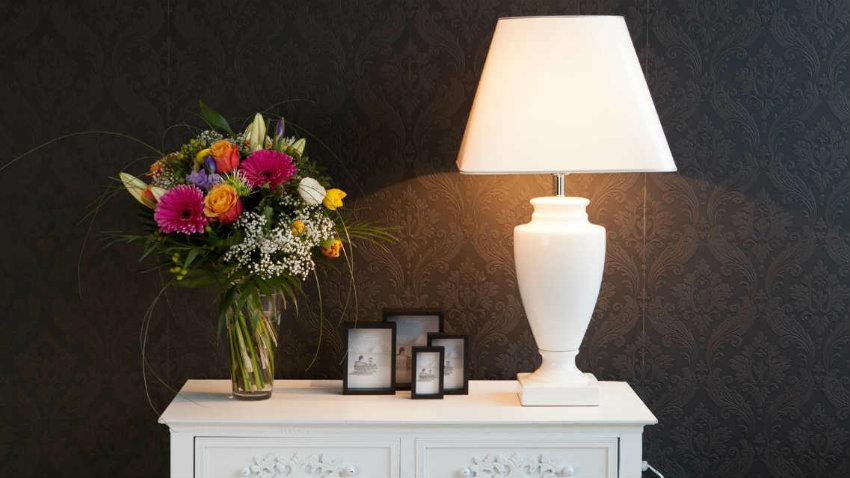 Dalani lampade da tavolo classiche atmosfera e charme for Lampade da tavolo per ufficio