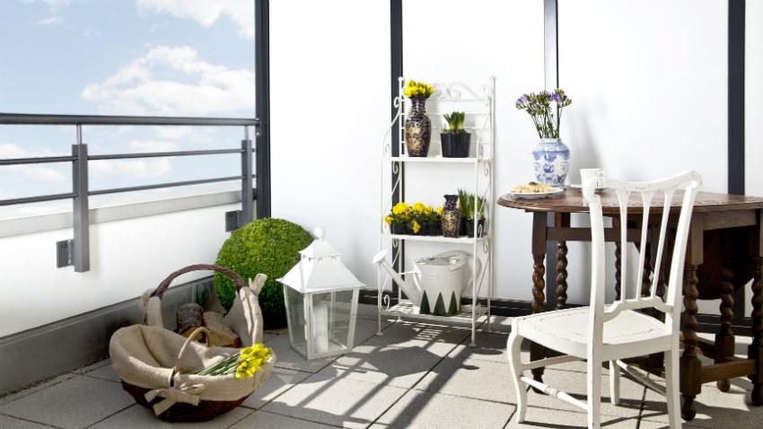 Dalani portafiori in ferro per il balcone elegante for Poltrone da balcone