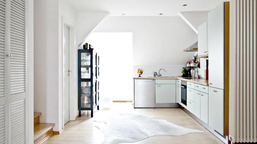 Dalani parete attrezzata per cucina l 39 eleganza del legno for Come arredare una parete attrezzata