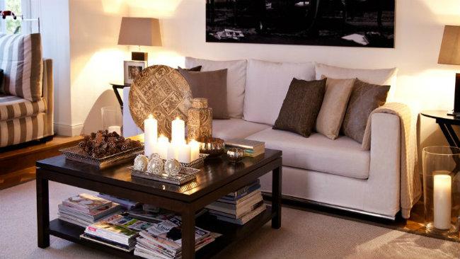divano tavolino candele
