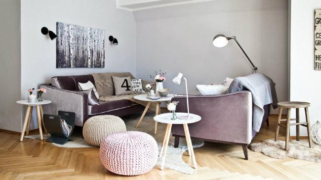 arredare il salotto pouf tavolini divani lampade