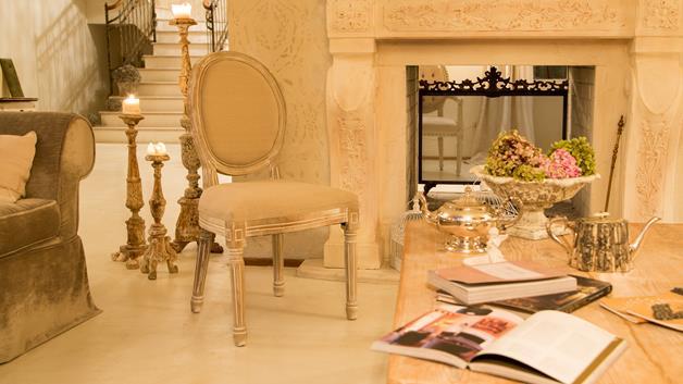 Per le sere d'inverno, da passare davanti al caminetto: mobili di qualità per un soggiorno da sogno.