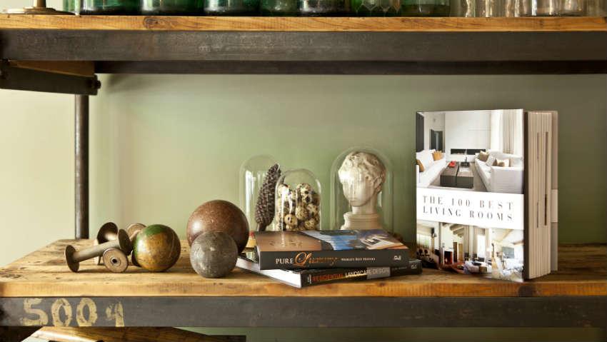 Libreria in legno grezzo