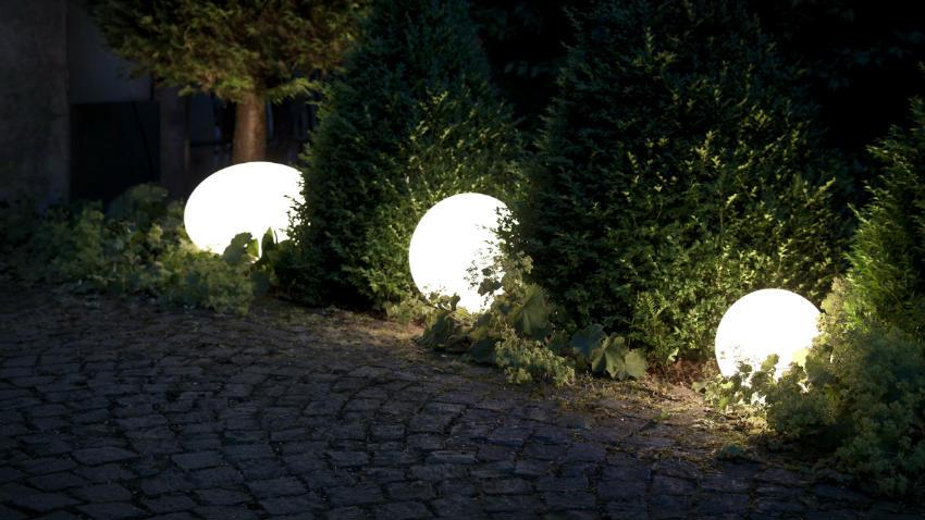 Dalani sfere da giardino suggestivi bagliori di luce - Sfere illuminazione giardino ...