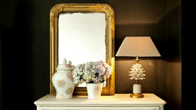 ingresso classico con specchio dorato
