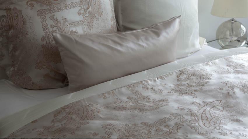 Dalani lenzuola in raso di cotone morbidezza e comfort - Marche biancheria letto ...