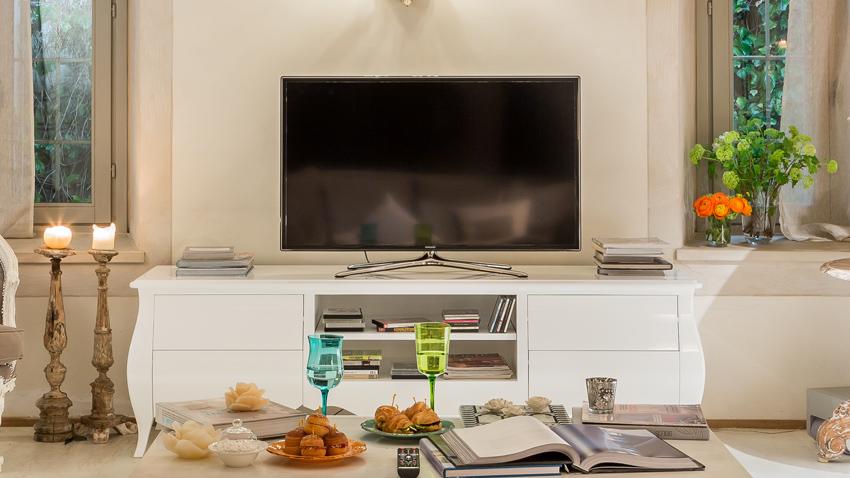 Mobile tv in legno grezzo