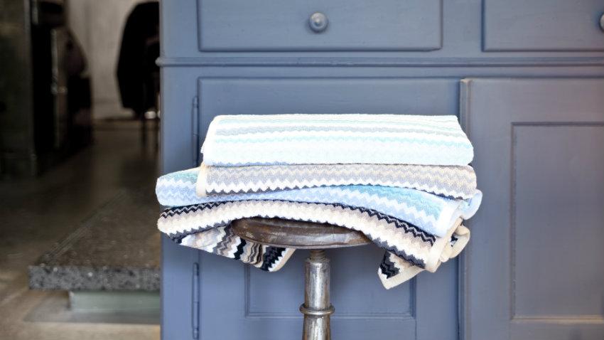 Mobile bagno blu accessori per una stanza di relax dalani - Mobile bagno blu ...