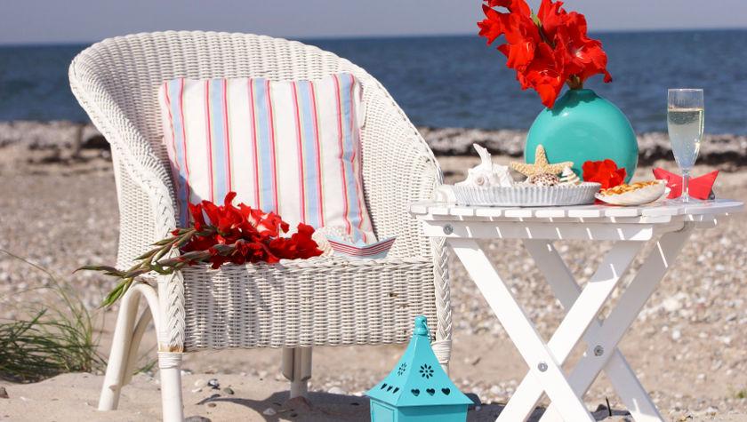 Ouderwetse Rieten Strandstoel.De Rieten Strandstoel Weer Terug Van Weggeweest Westwing