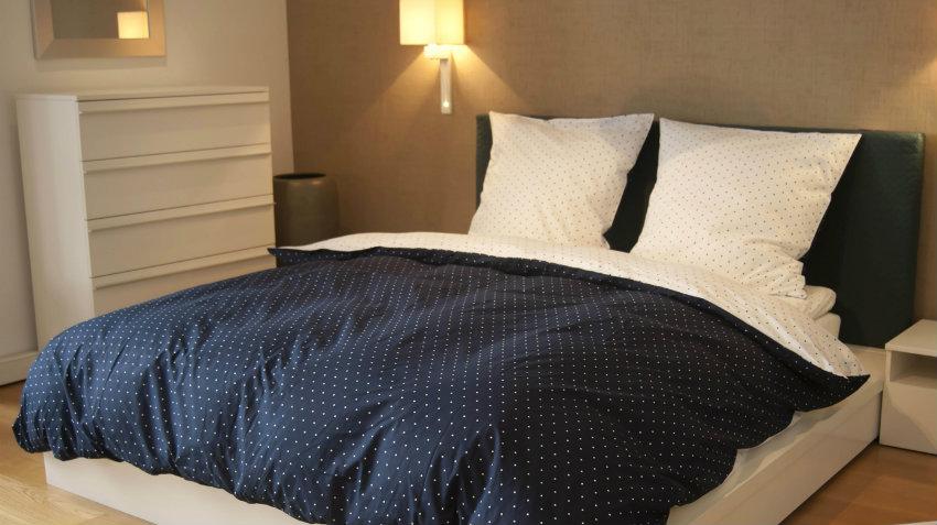 Een zwart bed maakt je slaapkamer sfeervol westwing - Model slaapkamer ...