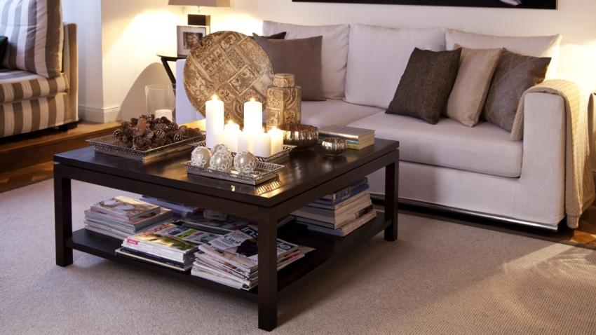 Een zwarte salontafel zo mooi in de woonkamer westwing - Wat op een salontafel ...