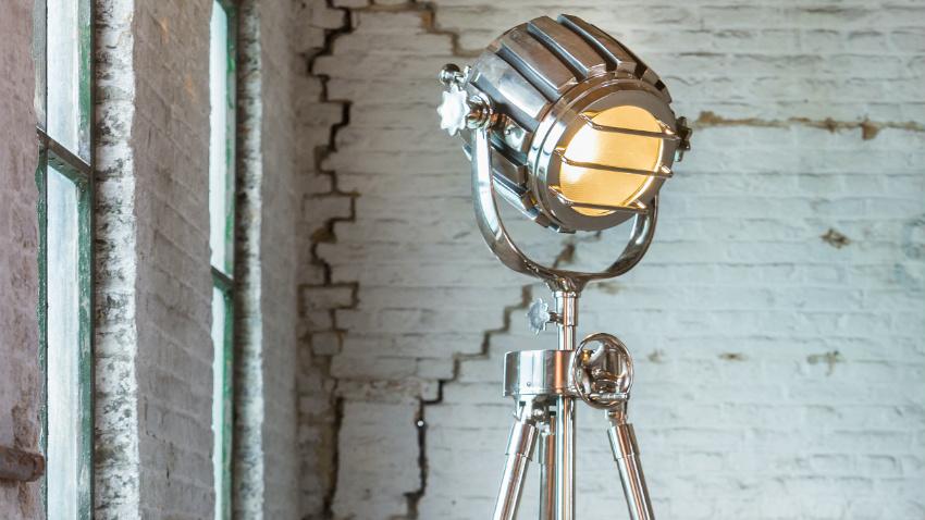 Shop hier je industriële staande lamp mét korting westwing