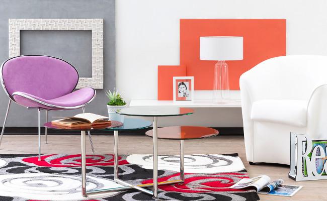 Aranżacja salonu i nowoczesne krzesła