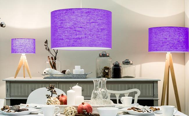 Fioletowe oświetlenie salonu