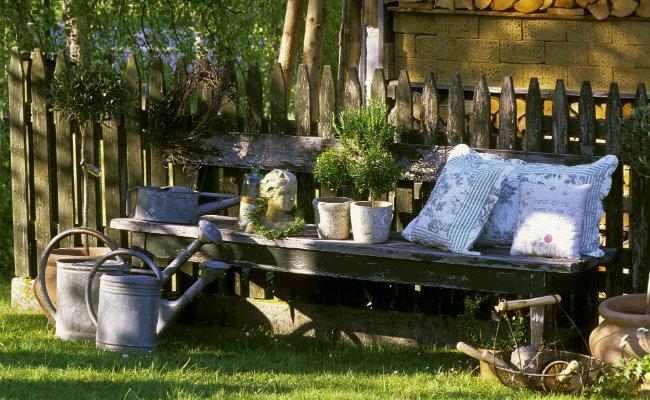 Ławka do ogrodu w stylu rustyklanym