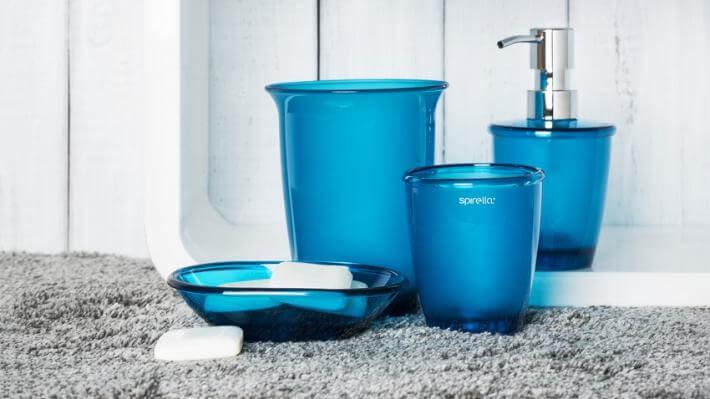 nowoczesne łazienki niebieskie akcesoria