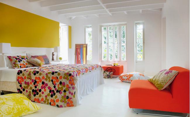 Nowoczesna sypialnia w kolorze pomarańczowym