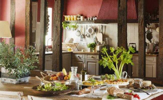 Przestronna kuchnia w stylu wiejskim