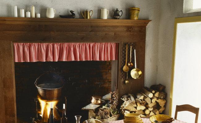 Przytulna kuchnia w stylu wiejskim