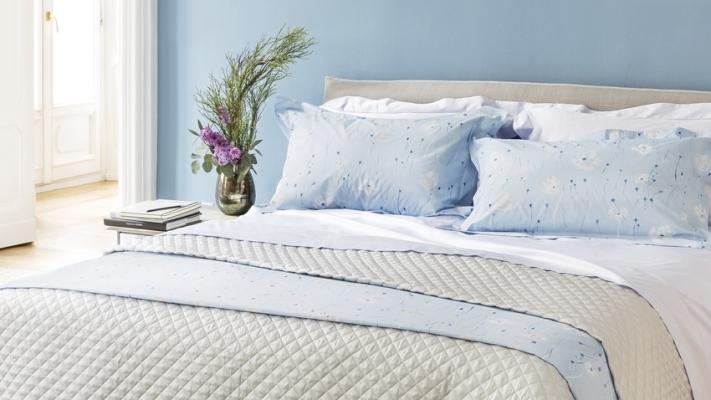 Sypialnia niebieska styl prowansalski