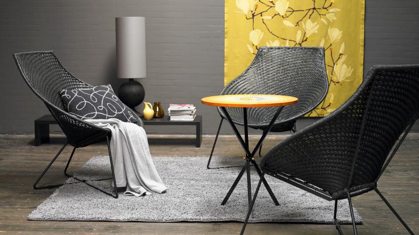 Czarne krzesła