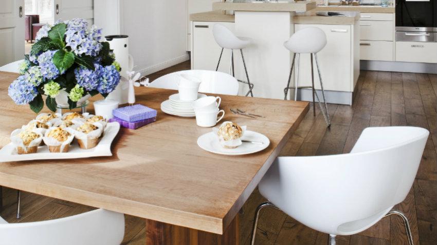 Krzesło barowe białe