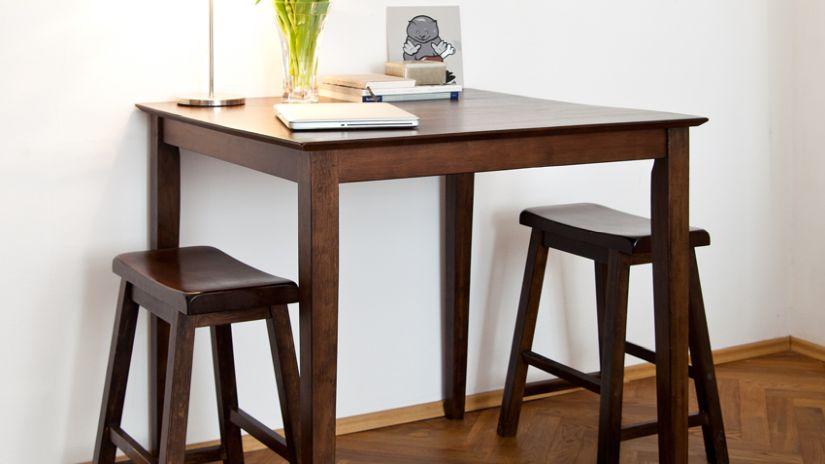Štýlový barový stôl z dreva
