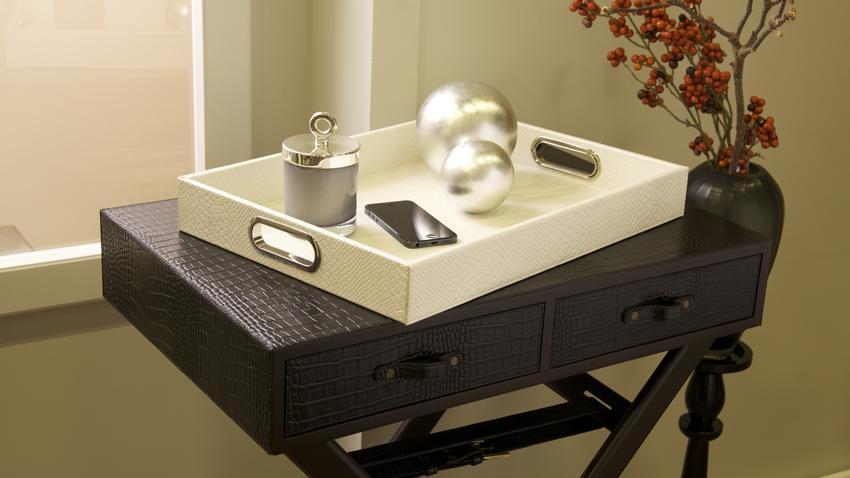 Kožený barový stolík