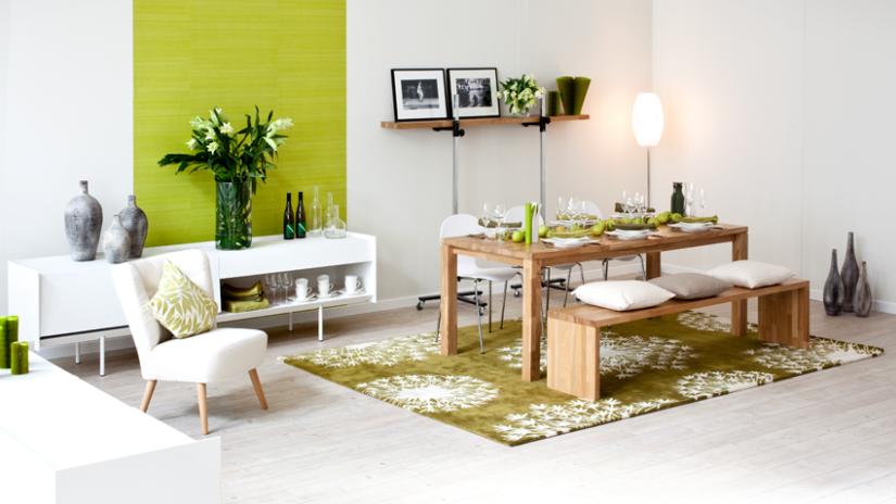 Jedálensky drevený stôl