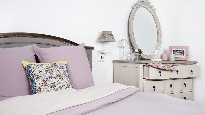Romantická posteľ do spálne v shabby štýle