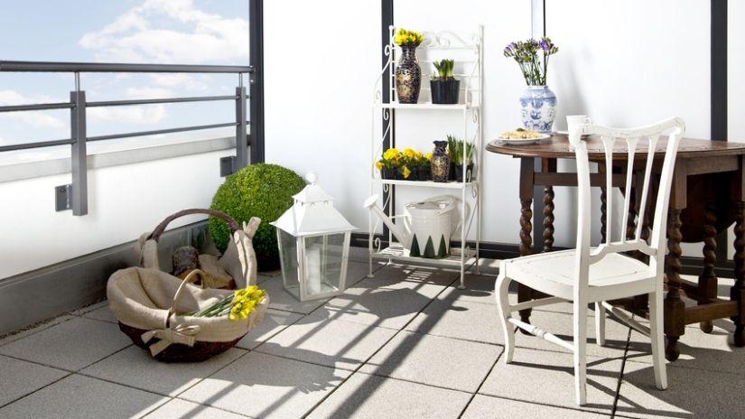 Drevený balkónový nábytok