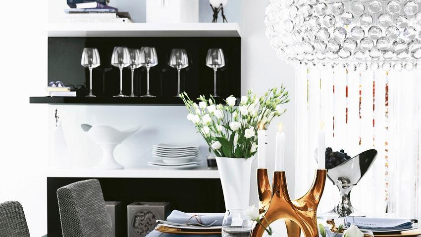 Luxusný čierno-biely kredenc do kuchyne