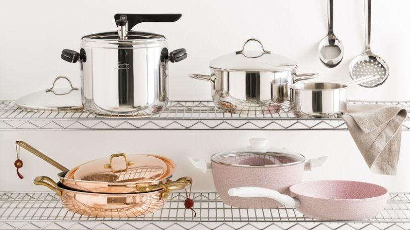 Kovové police do kuchyne