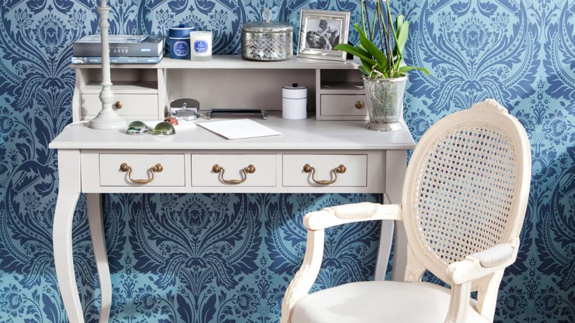 Rustikálny biely stolík a stolička