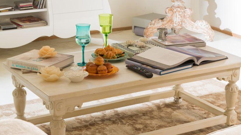 Drevený rustikálny stolík do obývačky