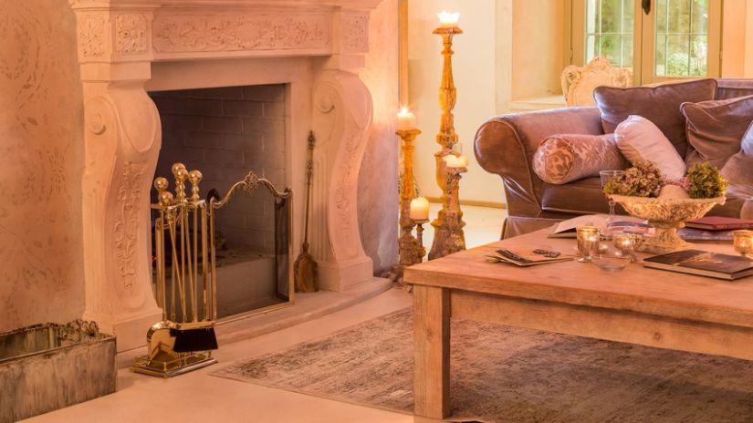 Klasický drevený rustikálny stolík