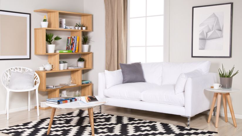 Atypický drevený regál do obývačky