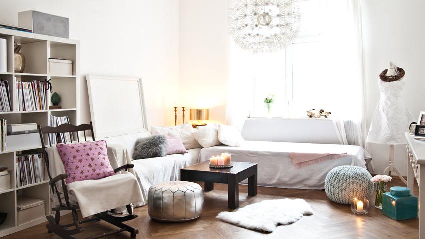Klasický biely regál do obývačky