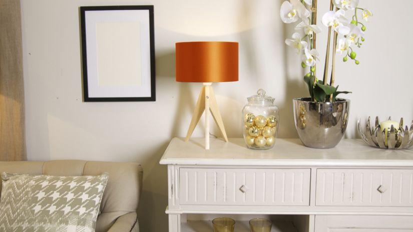 Elegantná oranžová lampa
