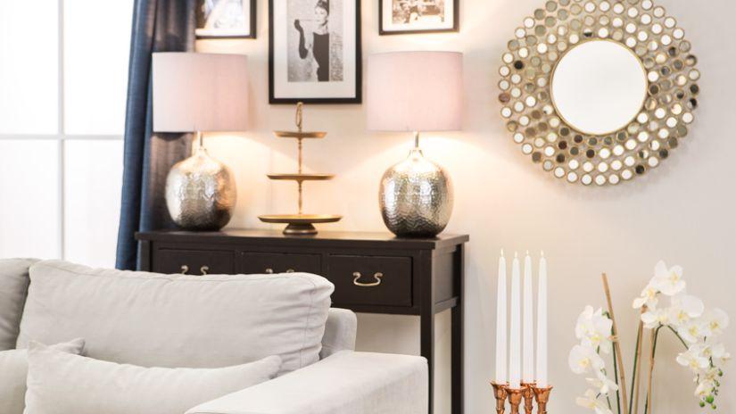 Svetlo-ružová dekoračná lampa
